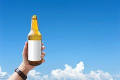 Бутылка владением женщин Стоковые Фотографии RF