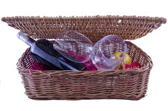 Бутылка и стекла вина в коробке пикника Стоковое Фото