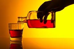 Бутылка и стекло вискиа Стоковые Фотографии RF