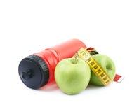 Бутылка и яблоки питьевой воды Стоковая Фотография