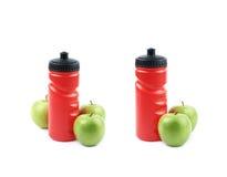 Бутылка и яблоки питьевой воды Стоковые Фото