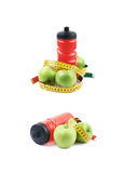 Бутылка и яблоки питьевой воды Стоковое Изображение