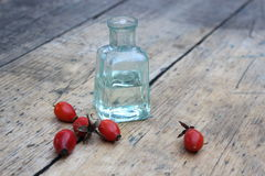 Бутылка масла розового бедра Стоковая Фотография