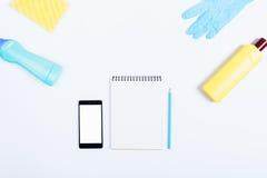 Бутылка мобильного телефона, тетради, карандаша, желтых и голубых deterg Стоковое Изображение