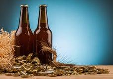 Бутылка домодельных крышек пива и бутылки Стоковое Изображение RF