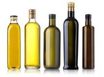 Бутылка оливкового масла на белизне Стоковые Изображения RF