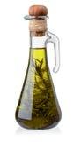 Бутылка оливкового масла с розмариновым маслом стоковые фотографии rf