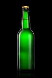 Бутылка пива или сидра изолированных на черной предпосылке Стоковое Изображение RF