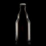 Бутылка пива или сидра изолированных на черной предпосылке Стоковая Фотография RF