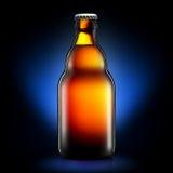 Бутылка пива или сидра на синей предпосылке Стоковое Изображение