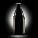 Бутылка пива или сидра на черной предпосылке Стоковые Фото