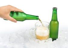 Бутылка пива и кружки пива Стоковые Изображения