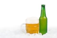 Бутылка пива и кружки пива Стоковое Изображение RF