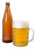Бутылка пива и полной кружки пива Стоковое фото RF