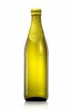Бутылка пива при золотая фольга изолированная на белой предпосылке Стоковая Фотография RF