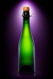 Бутылка пива, сидра или шампанского изолированных на черной предпосылке Стоковая Фотография
