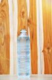 Бутылка питьевой воды Стоковые Фотографии RF