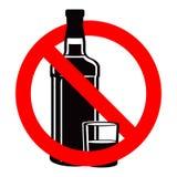 Бутылка питья и stemware спирта в никаком позволенном знаке Стоковое Изображение RF
