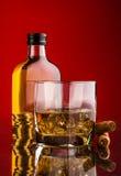 Бутылка стекла и вискиа Стоковое Фото