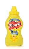 Бутылка французского мустарда горячей сосиски ` s американского Стоковое Фото