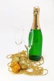 бутылка шампанского, стекел и золота рождества isol украшений Стоковая Фотография