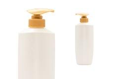 Бутылка шампуня насоса головная с на белизной стоковое фото rf