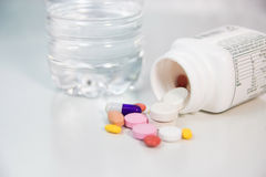 бутылка capsules разленный рецепт Стоковые Изображения