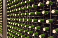 Бутылки бокала в винодельне Стоковое Изображение RF