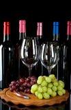 Бутылки, бокалы и виноградины вина Стоковое фото RF