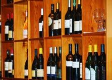 Бутылки вина в ресторане Стоковая Фотография