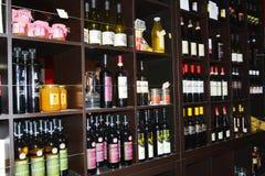 Бутылки вина в ресторане Стоковые Изображения RF