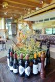 Бутылки вина на обеденном столе Стоковое Фото