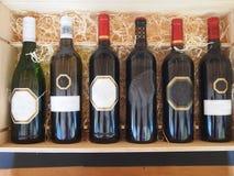 Бутылки вина на стойке Стоковая Фотография RF