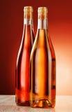 2 бутылки вина на таблице Стоковые Фотографии RF