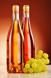 2 бутылки вина на таблице Стоковые Фото