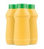 3 бутылки желтых мустарда пластичных без ярлыка и зеленой крышки Стоковые Изображения