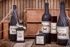 Бутылки зелья на деревянных клетях Стоковое Фото