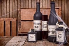 Бутылки зелья на деревянных клетях Стоковые Изображения