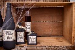 Бутылки зелья на деревянных клетях стоковое фото rf