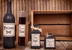 Бутылки зелья на деревянных клетях Стоковые Фото