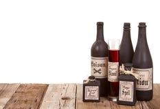 Бутылки зелья на деревянных клетях стоковое изображение