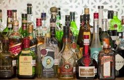 Бутылки ликера на баре Стоковое Фото