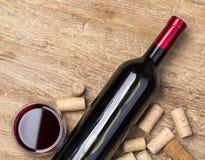 Бутылки и пробочки вина Стоковая Фотография RF