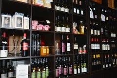 Бутылки и ресторан вина Стоковое Изображение RF