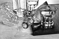 Бутылки и стекла Стоковое Фото