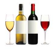 Бутылки красной и белизны и ed isolat вина стекел на белизне Стоковые Изображения