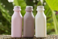 Бутылки клубники, шоколада и парного молока Стоковые Изображения