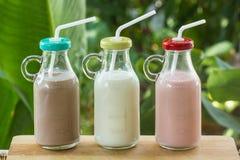 Бутылки клубники, шоколада и парного молока Стоковые Фото