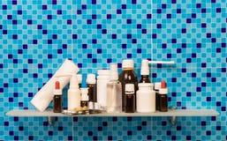 Бутылки медицины на полке Стоковое фото RF