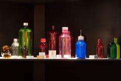 Бутылки на Chem-Med, среднеземноморском химическом ev Стоковое Фото